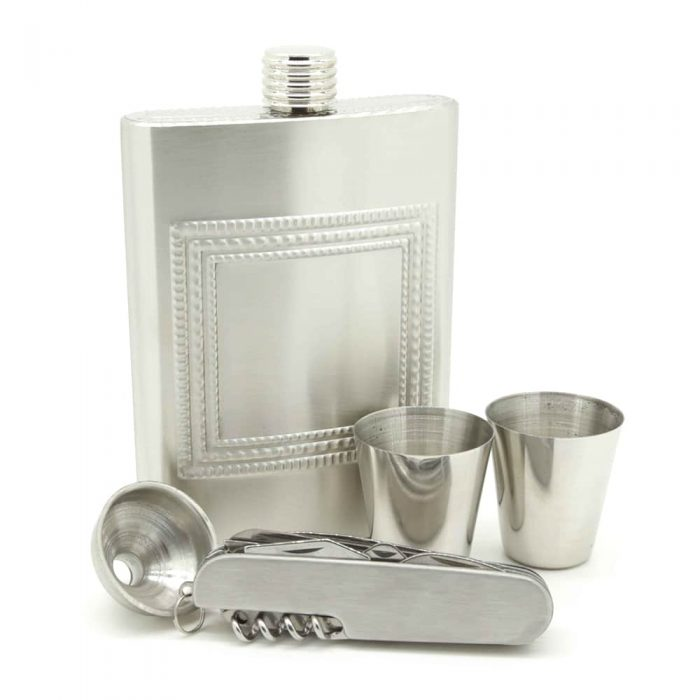 drink-play-chess-8oz-hip-flask-set-3