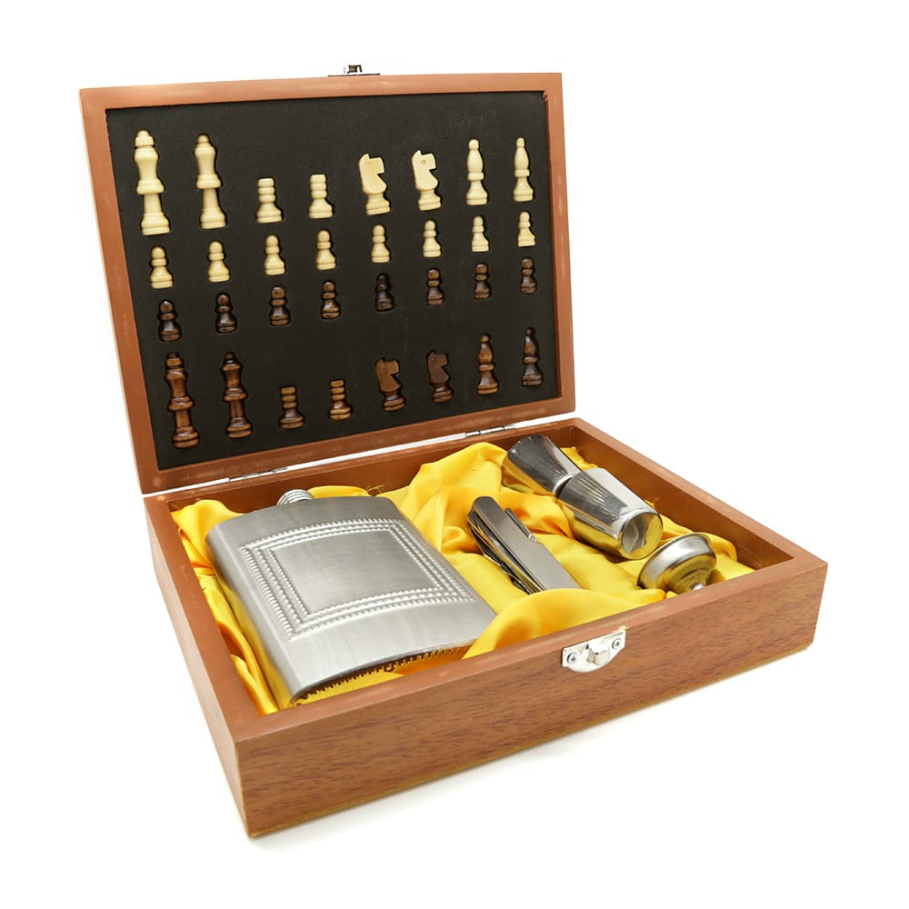 drink-play-chess-8oz-hip-flask-set-1